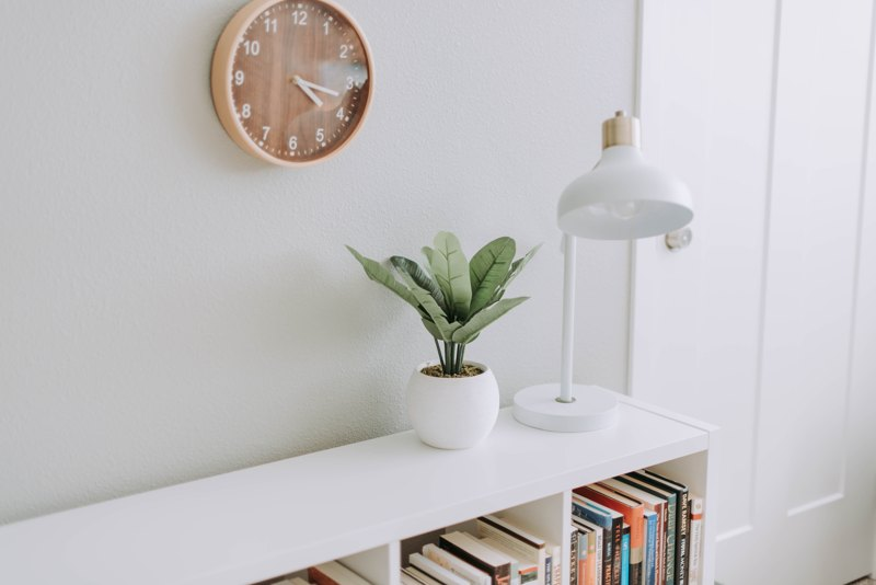 wall clock in bedroom feng shui